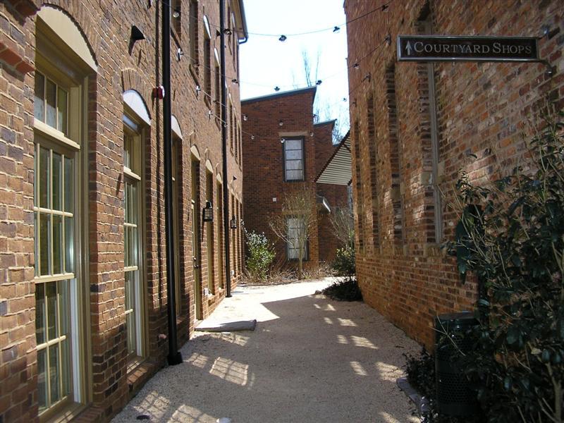 Courtyard (Medium)